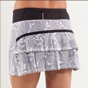 Lululemon 2 Pace Setter Skirt Beachy Floral Grey